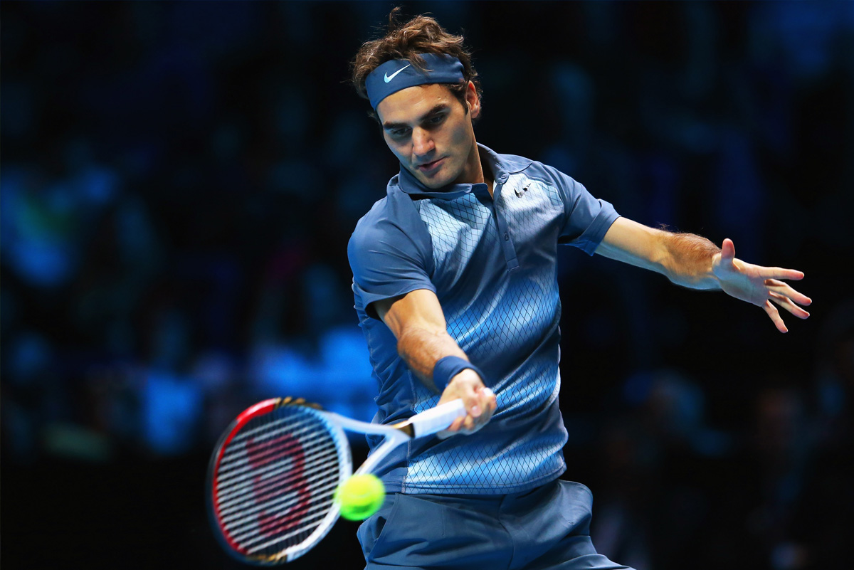 balance-roger-federer-looking-ball